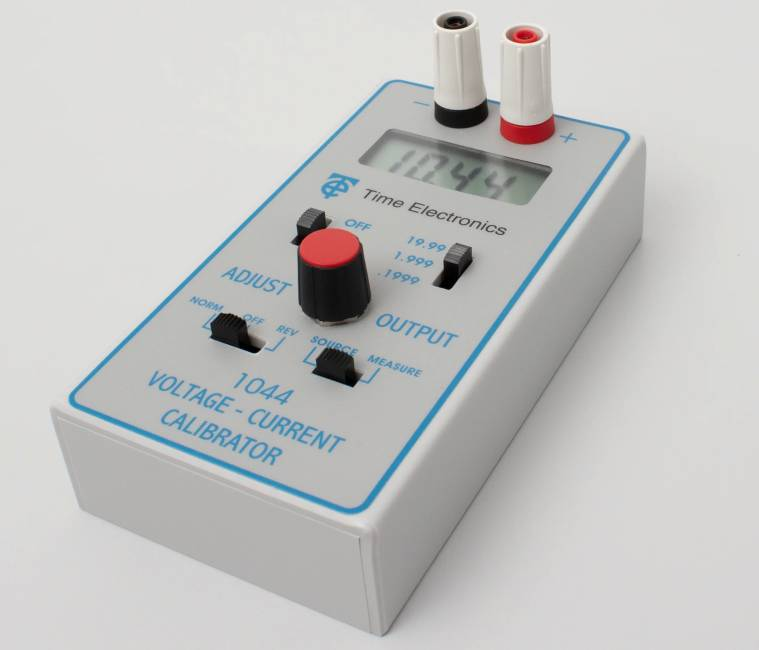 1044 Voltage and Current Calibrator